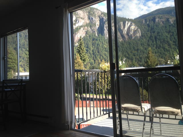 2 Bedroom condo 35min south Whistler(in Squamish)