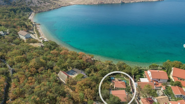 Holiday House Komadina with Whirlpool directly on the Beach in Lukovo