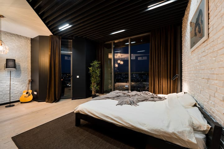 Bedroom with King Size bed and balcony