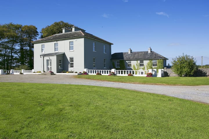 Captain Lysley's Country Retreat,  Adare 10 mins