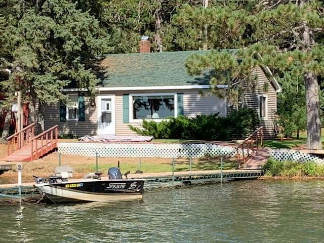 Northwoods Retreat, Lakefront on Lake Sissabagama!