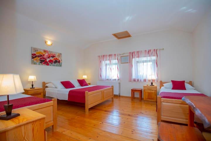 Спалня 3