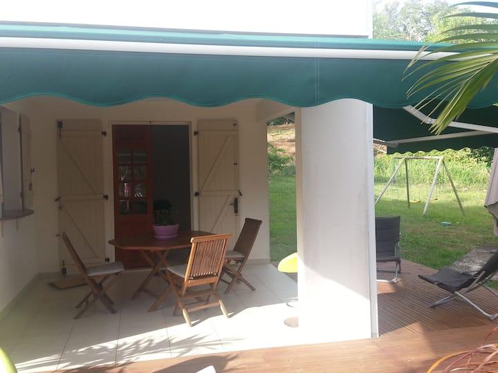 Coquet Bas de villa T2 avec grande terrasse