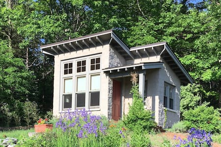 Good Harbor Tiny House - Six Miles S. of Leland