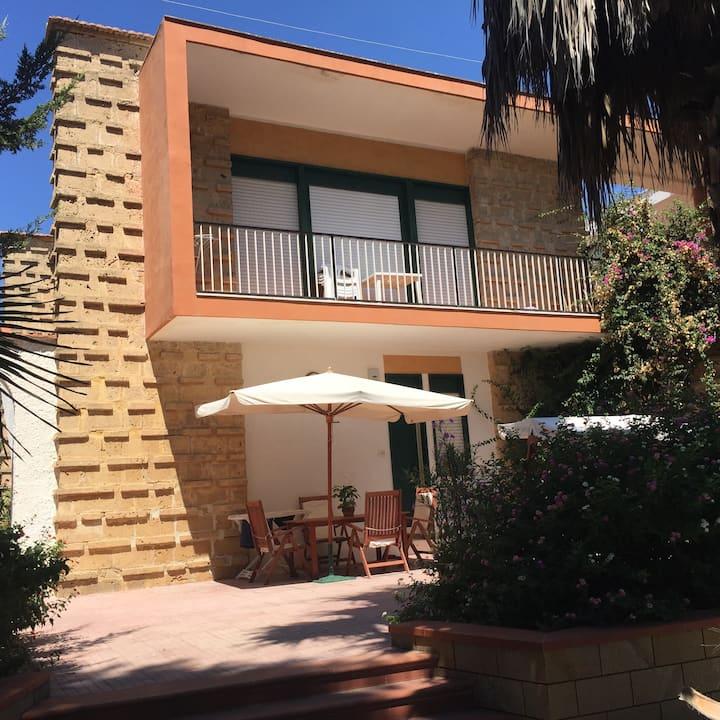 Appartamentino  con veranda in Villa fronte mare