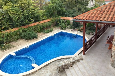 Comfy house for families and friends, sea views - Balchik - Talo