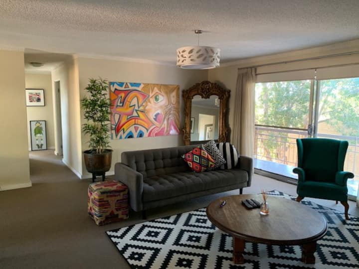 Large & Sunny Art Filled Apt In Quiet Location