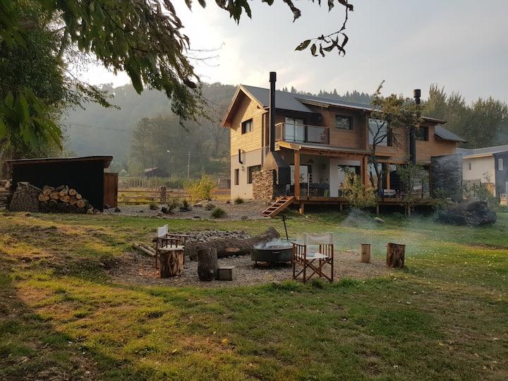 Casa en barrio 1250m2 totales, 200m2 6 huespedes.