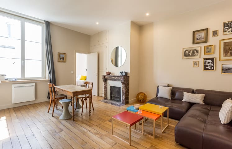 Elegant and calm flat at the foot of the Louvre and Palais Royal in Paris