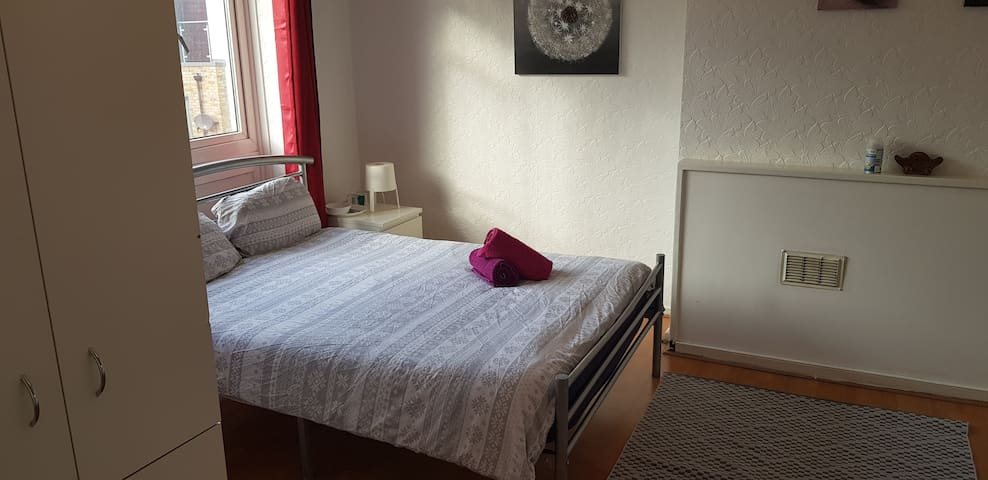 A Kingsize room near Queen Mary college 1