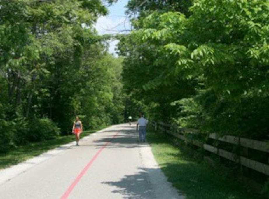 Just steps from the Monon Trail! Be close to some of the best restaurants, shops, and bars Indianapolis has to offer. Just a quick walk or bike ride away!