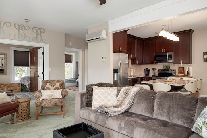 Cozy downtown Condo in the heart of the village