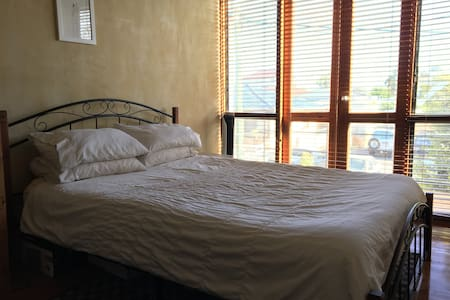 Private room near the beach - South Fremantle