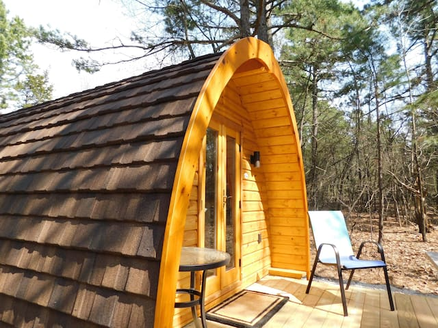 "Iris Hill Glamping ~ "" Ted "" pod  ~ Free 5th night"