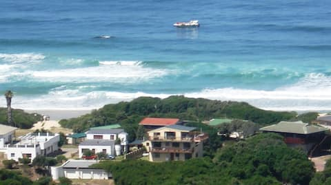 Abalone Beach House en suite double room
