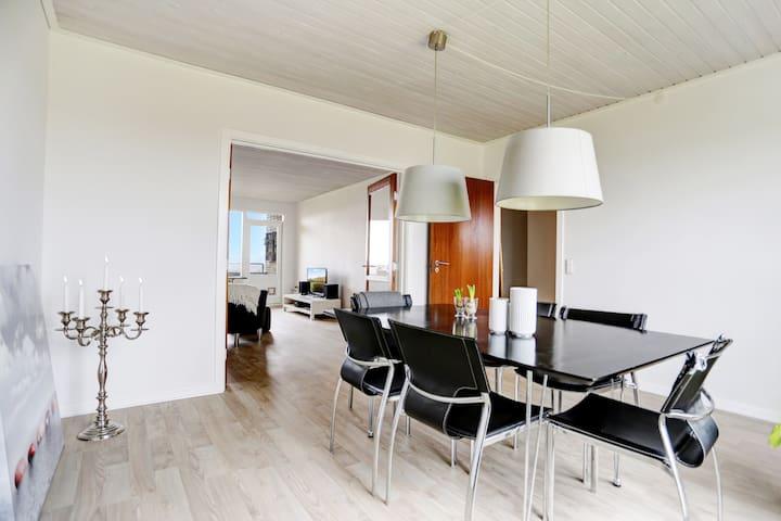 Stor flot nyrenoveret 4 værelseslejlighed m/altan - Randers - Apartment