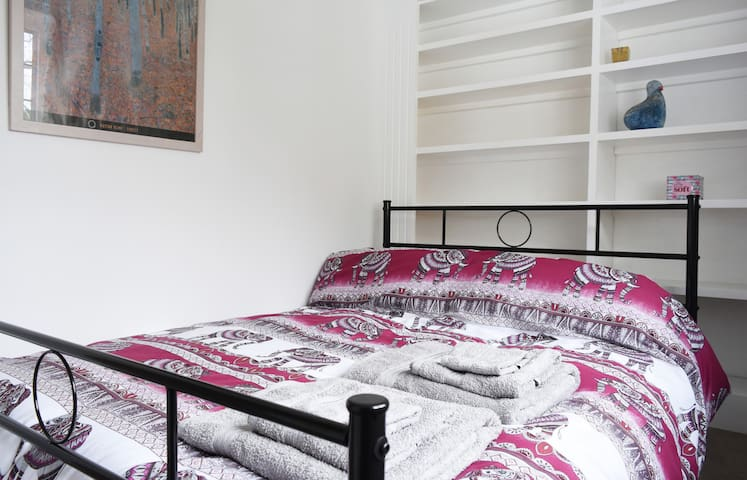 Lovely cosy double bedroom full of Arts & Crafts charm