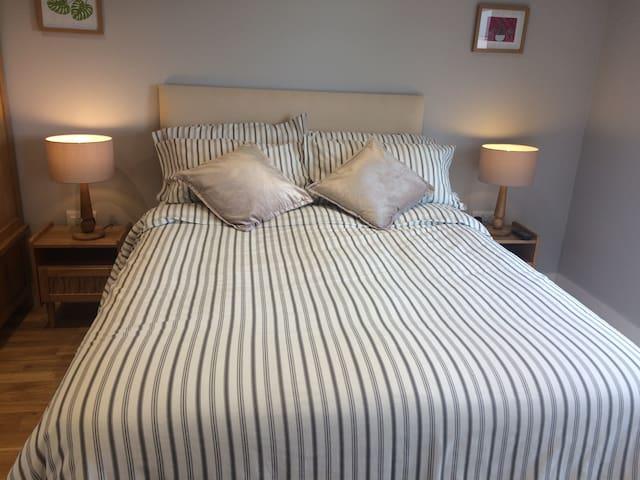 Double en-suite bedroom no 1, with sea views. - Cornwall - Casa