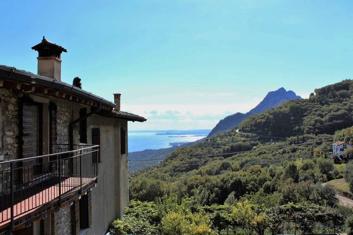 In the mountains with view of Lake Garda - Rustico Pietre Antiche, Apartment 3