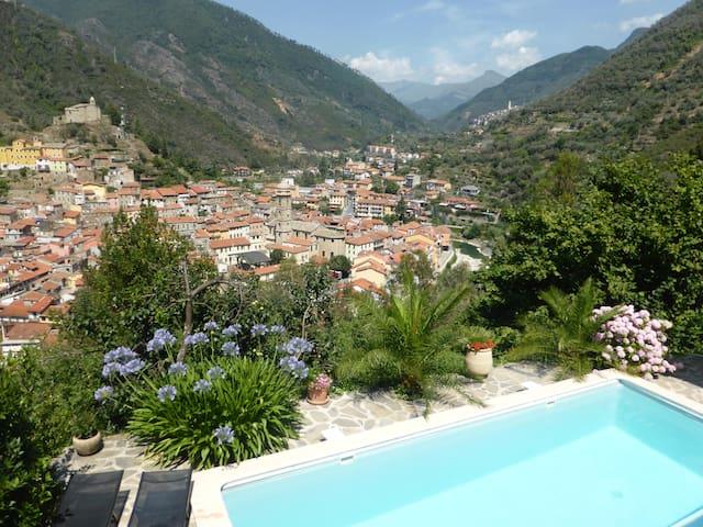 Villa piscine Badalucco Ligurie 10km de la mer