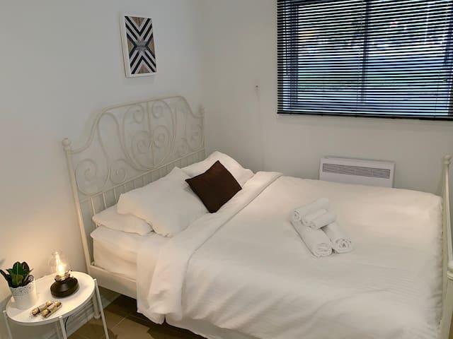 Stylish Room in EastMontreal WiFi/Parking/NETFLIX