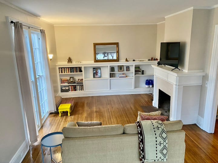 Modern Comfort, Classic Style: Huge Park Ave 2 Bd.