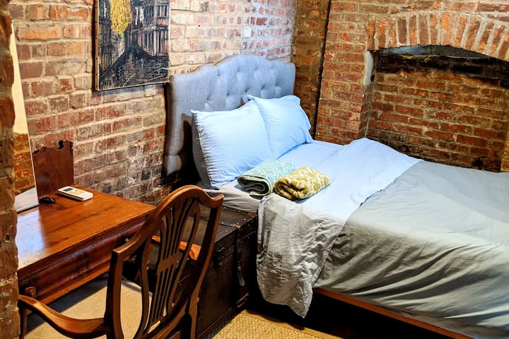 Awesome brick walls room in Williamsburg!