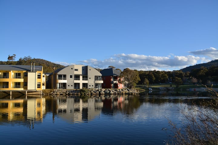 Lakeside apartment at Crackenback