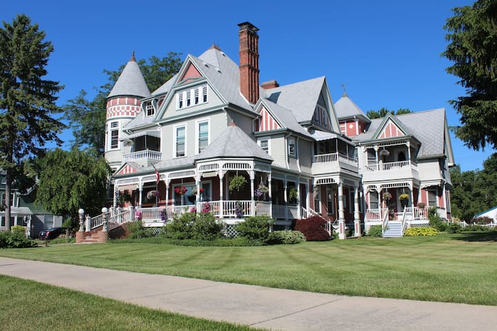 The Heather House - Marine City - Bed & Breakfast