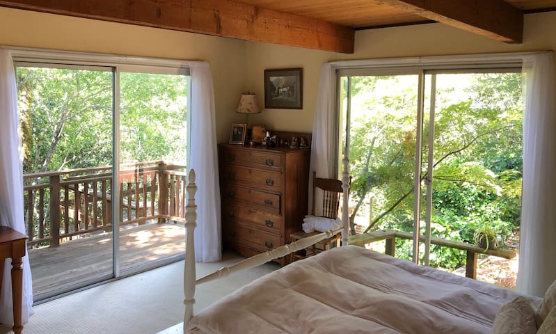 Cozy Quiet Private Guestroom, Bathroom & Deck