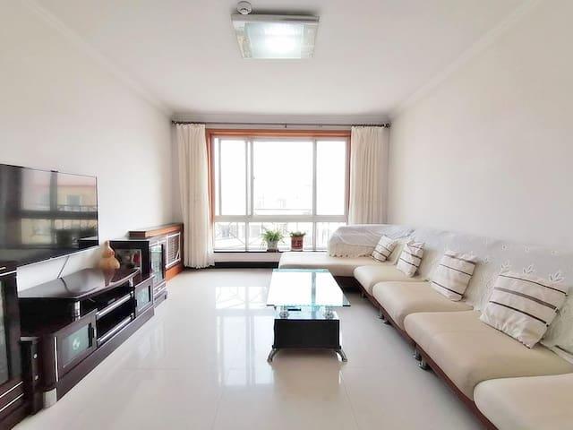 北戴河【壹家】,鸽子窝附近,近海舒适超大两居室,有厨房可做饭免费停车,享家庭时光。
