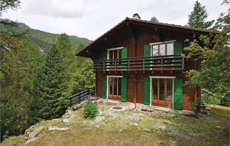 Holiday cottage with 5 bedrooms on 80 m² in Zinal