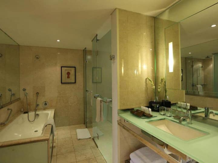 Cosy Junior Suite Standard At Central Jakarta