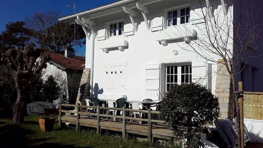 Villa familiale idéalement placée ! - Soorts-Hossegor - House
