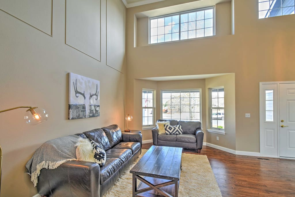 With tall ceilings, modern decor, and simplistic styling, you'll feel right at home!