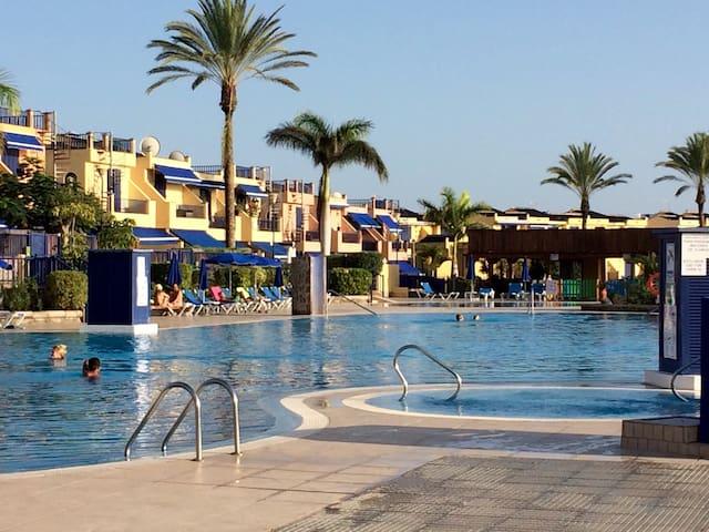 Suite for 2, pool, 200m from beach. - San Bartolomé de Tirajana - House