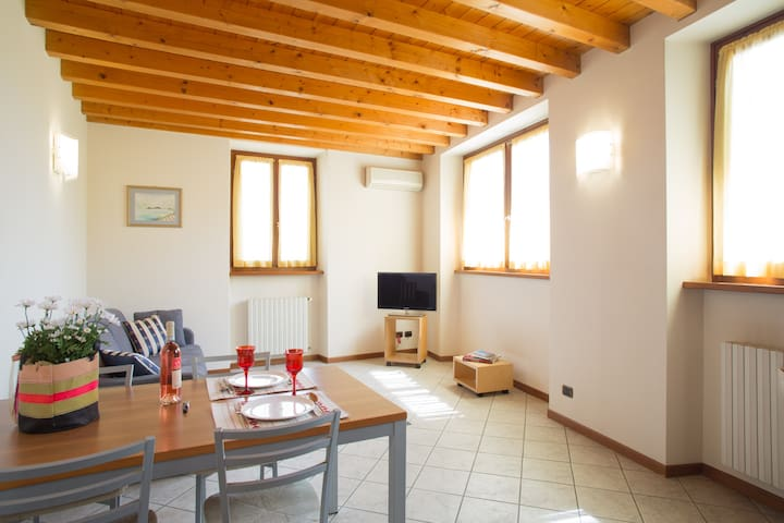 Cozy and light appartment in city centre Bardolino - Bardolino - Leilighet