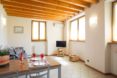 Cozy and light appartment in city centre Bardolino - Bardolino - Apartament