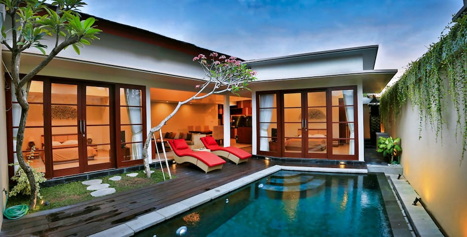 NUSA DUA LUXURY 2 BEDROOM VILLA