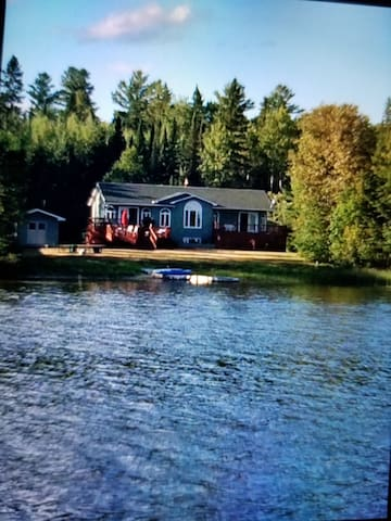 Beautiful Lakefront front Oasis on Kenogami Lake