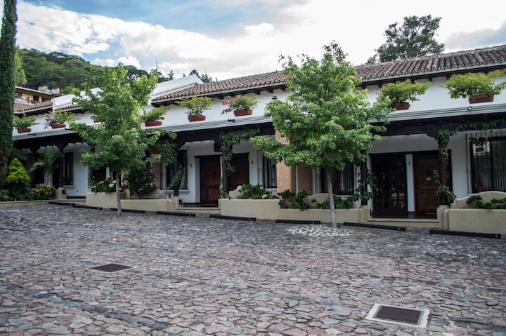 Beautiful Colonial Villa in Antigua: Pequeño Sueño