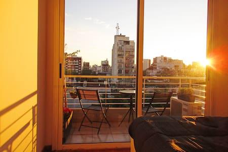 Hermoso ambiente con amplia Terraza y Balcón