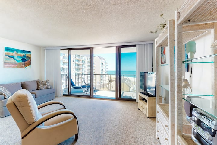Sea Colony Ocean 6th floor condo w/ basketball court, gym, and fireplace