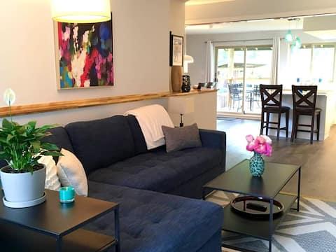 Elegant Garden 1BR Apartment w/ Mount Currie view