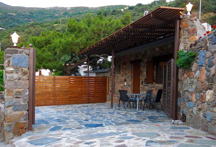 """PefkoPetro"" traditional House, nearby Elafonisi"