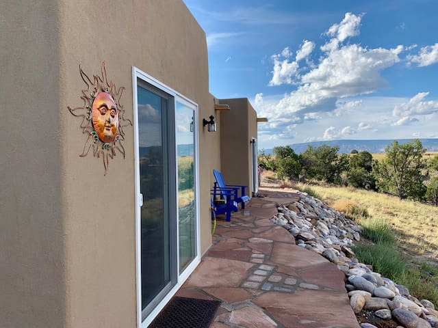 El Sol Guestroom/Private Bath on Abiquiu Lake Mesa