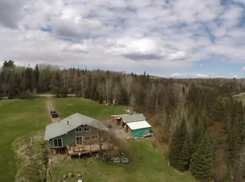 Family friendly hilltop Cottage on Commanda Creek