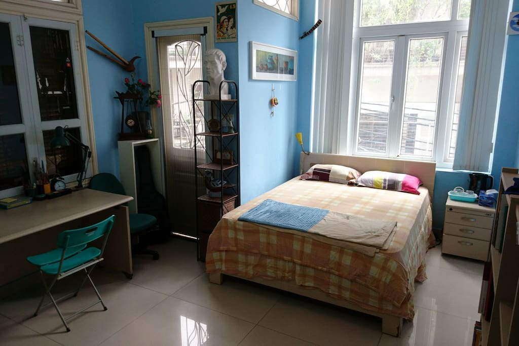 F361 Artist Residency – Guest's room on the 1st floor: the room is bright with natural light.