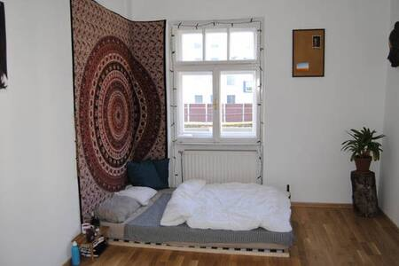 Super central room in shared apartment - Инсбрук