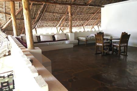 4BR villa, beachfront, two pools - Mambrui - Dom